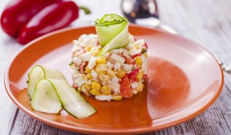 Dārzeņu - krabju nūjiņāu salāti
