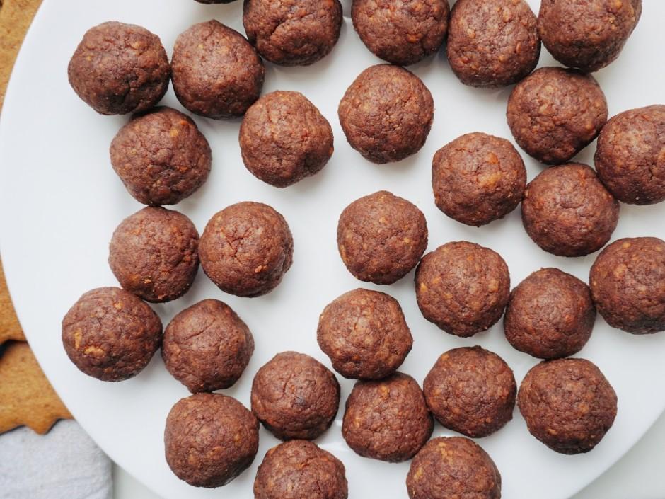 No pagatavotās mīklas veido 27 līdzīga izmēra bumbiņas.