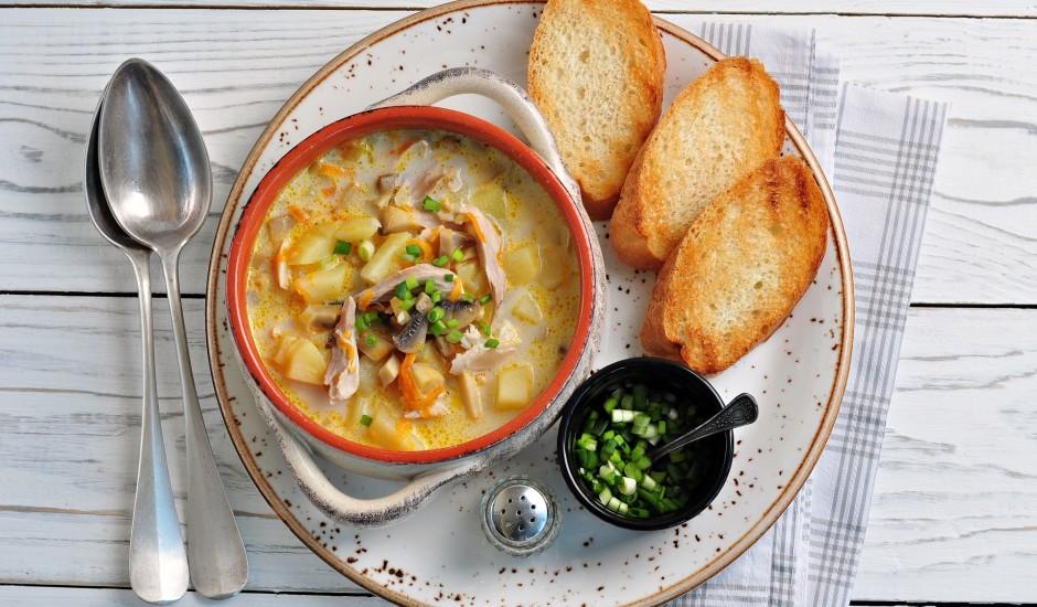 Siera zupa ar vistu, sēnēm un dārzeņiem