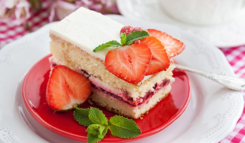 Torte ar zemeņu ievārījumu