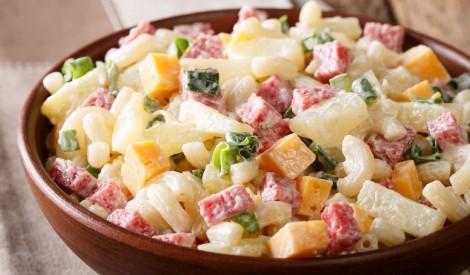 Makaronu salāti ar šķiņķi, sieru un ananasu