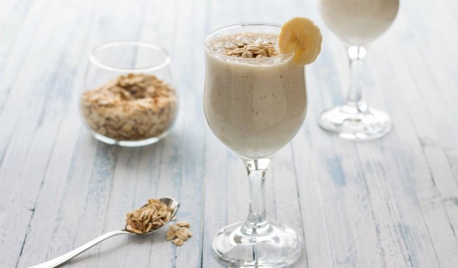 Auzu pārslu, banāna un jogurta brokastis