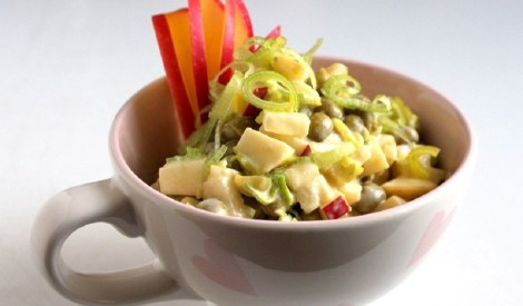 Salāti ar zirnīšiem, āboliem un puraviem
