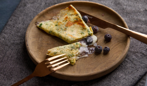 Pankūka ar Brī sieru un mellenēm