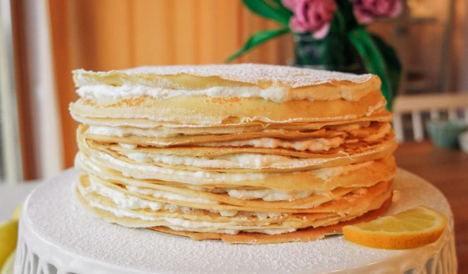Plāno pankūku kūka ar biezpiena citronu krēmu