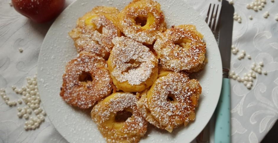 Tad ābolu riņķus mērcē pankūku mīklā un cep uz pannas ar svi...