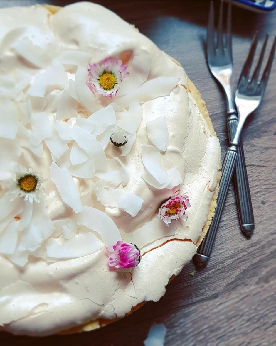*Cepot šādu pīrāgu ideāli ir izmantot formu ar noņemamām mal...