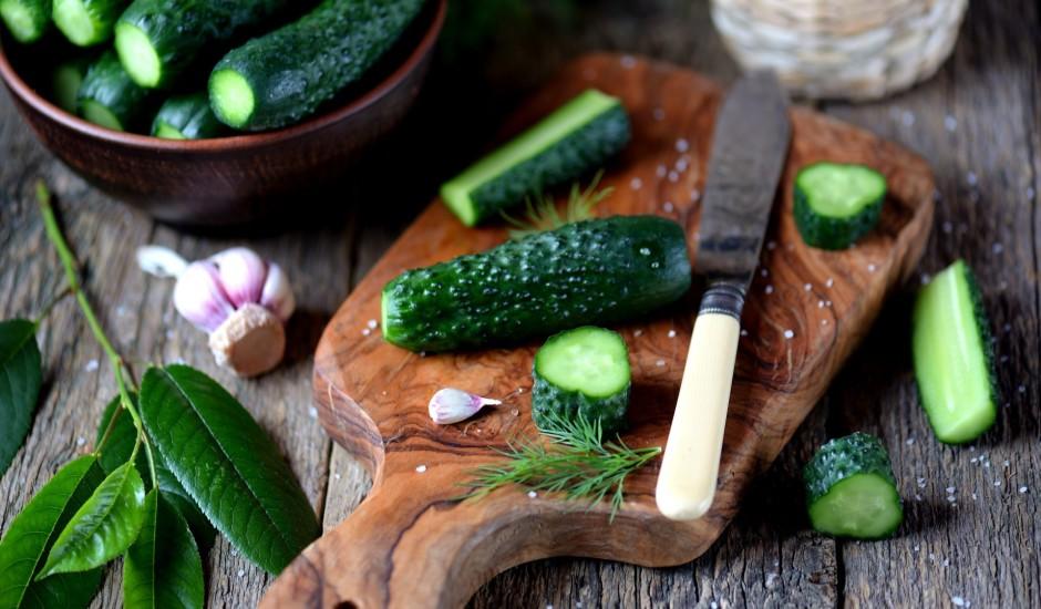 Atklājam mazsālīto gurķīšu sezonu! 5 kraukšķīgas receptes
