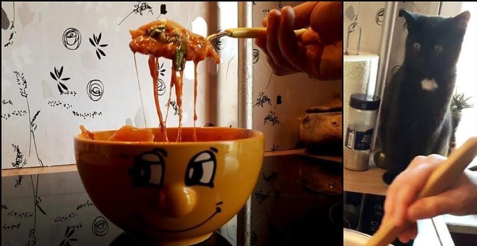Pirms ēšanas sieru iemaisa zupā, lai siers izkūst. Voilā! -...