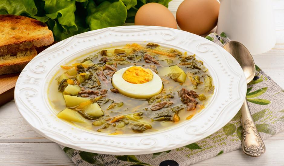 Zaļās skābeņu zupas: 12 receptes katrai gaumei