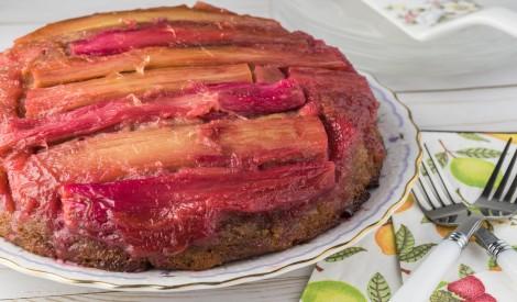 Apgāztā rabarberu kūka ar garšvielu sprādzienu