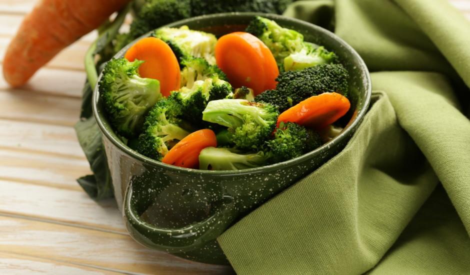 Нарезанную морковь, фасоль и брокколи кипятить в течение 15 минут.