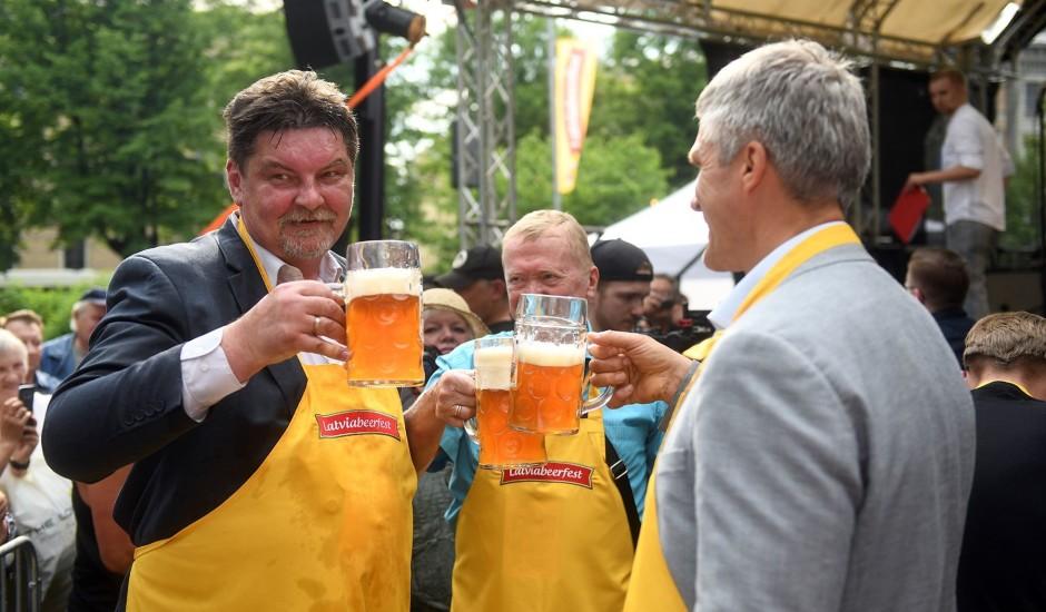 """Svētki alusmīļiem: Vērmanes dārzā norisinās ikgadējais alus festivāls """"Latviabeerfest"""""""