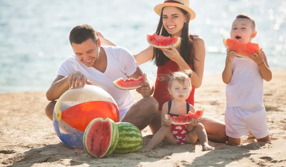 Vasaras ēdienkarte: 4 produkti karstām dienām, kas ļaus justies labi
