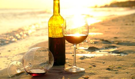 Kā atvērt vīna pudeli bez korķu viļķa?