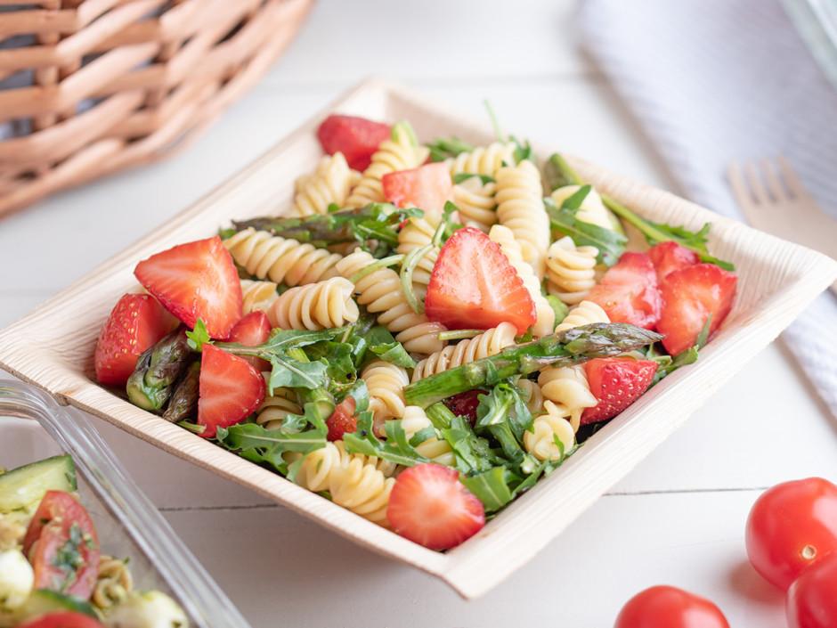 Mērcīti pārlej pāri salātiem pirms ēšanas.  Lai labi garšo...