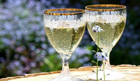 Lietuvā neražos un netirgos bērnu šampanieti: vai Latvijai būtu jāņem piemērs?