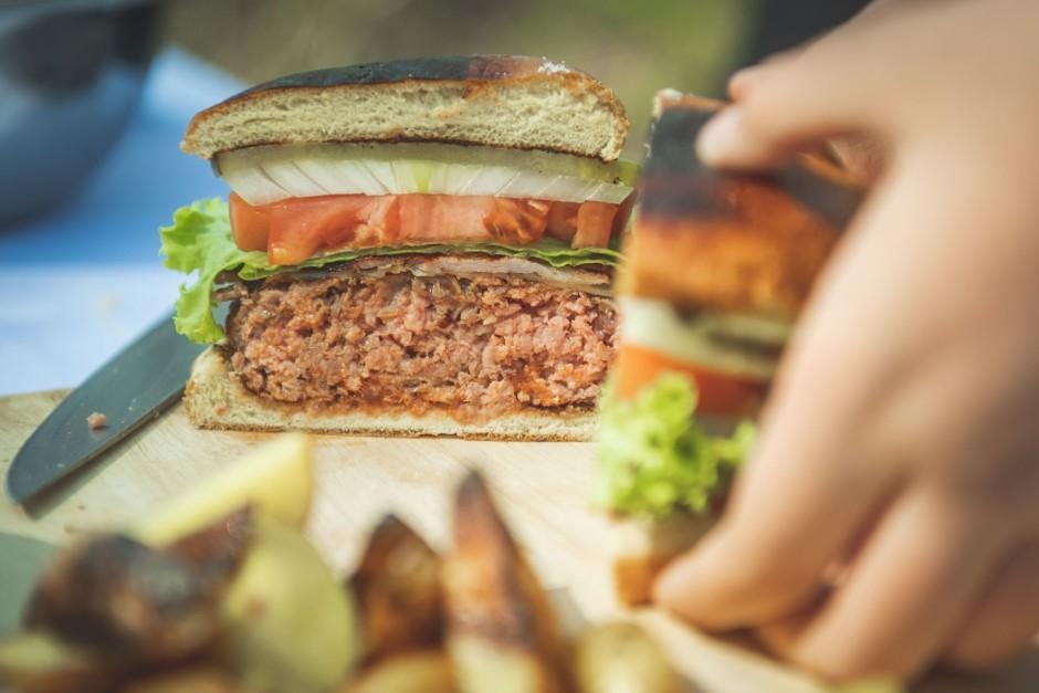 Burgerus var griezt uz pusēm un dalīties.