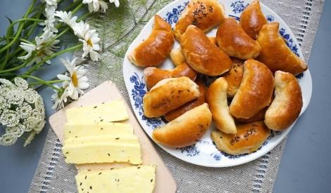 Lustīgai līgošanai: labākās plātsmaizes un pīrādziņi