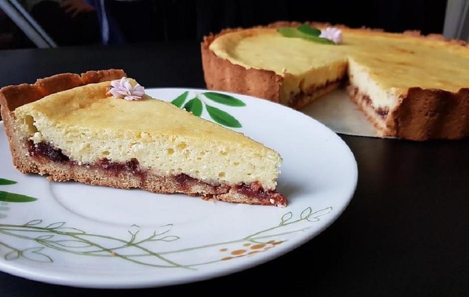 Pēc izvēles var kūku arī dekorēt vai atstāt vienkārši šādu....