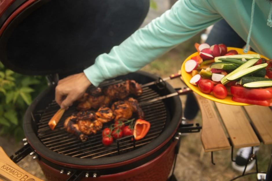 Kad vista teju gatava, apcep arī tomātus un papriku.