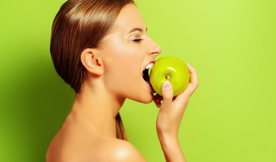 Lai perfekts smaids rotā seju: 8 produkti zobu veselībai