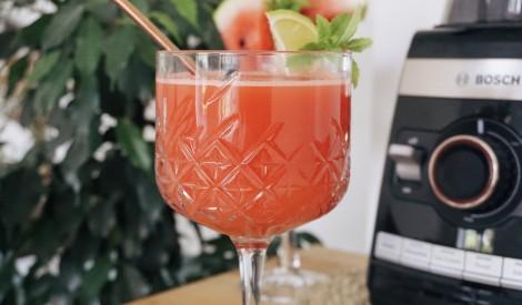Bezalkoholiskais arbūza un kokosriekstu vasaras kokteilis