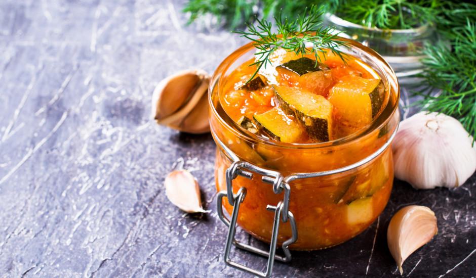 Kabači ziemas krājumiem: marinē un gatavo salātus