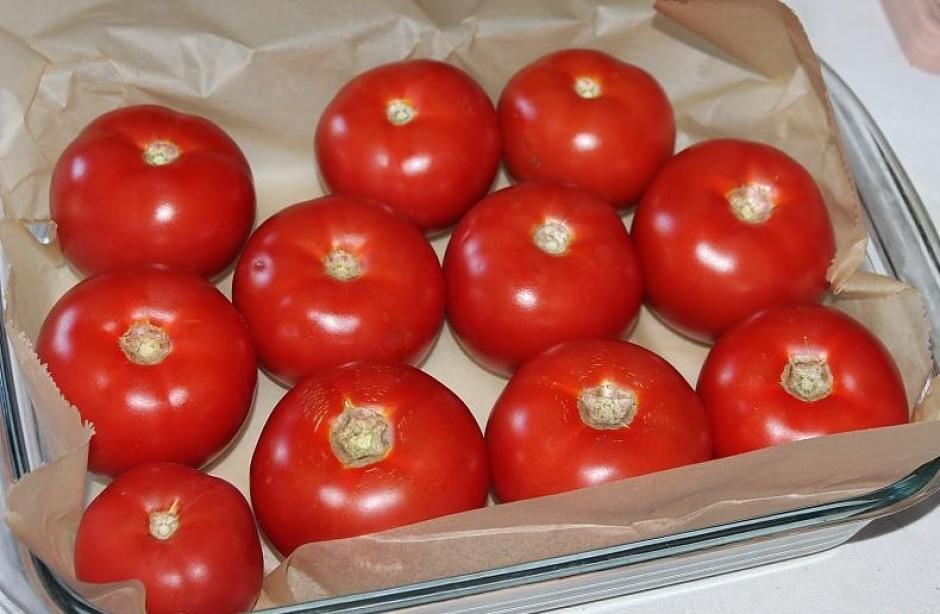 Atlasa tomātu škirņi ar cietāku miziņu.