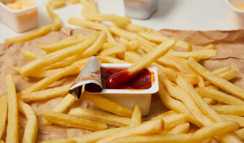 """Frī kartupeļu """"diēta"""" un redzes zudums: britu pusaudža pieredze"""