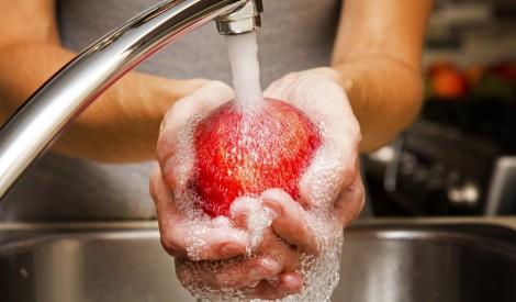 Mazgāt aizliegts! Kurus produktus pirms gatavošanas nevajag peldināt ūdenī?