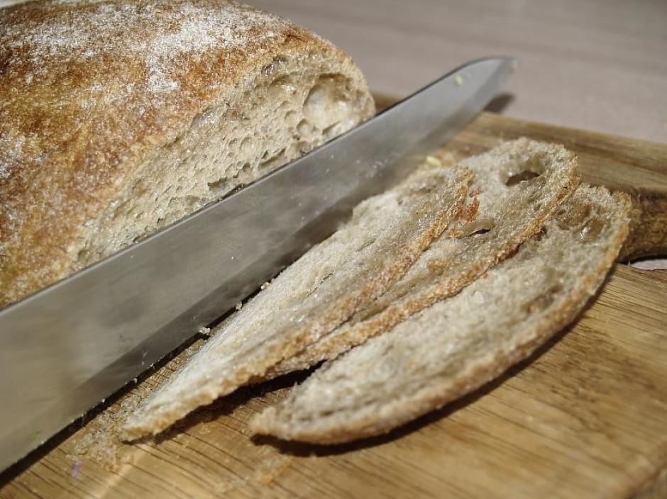 Pa to laiku ņēm no saldētavas ārā sasalušo maizi, un plāni p...