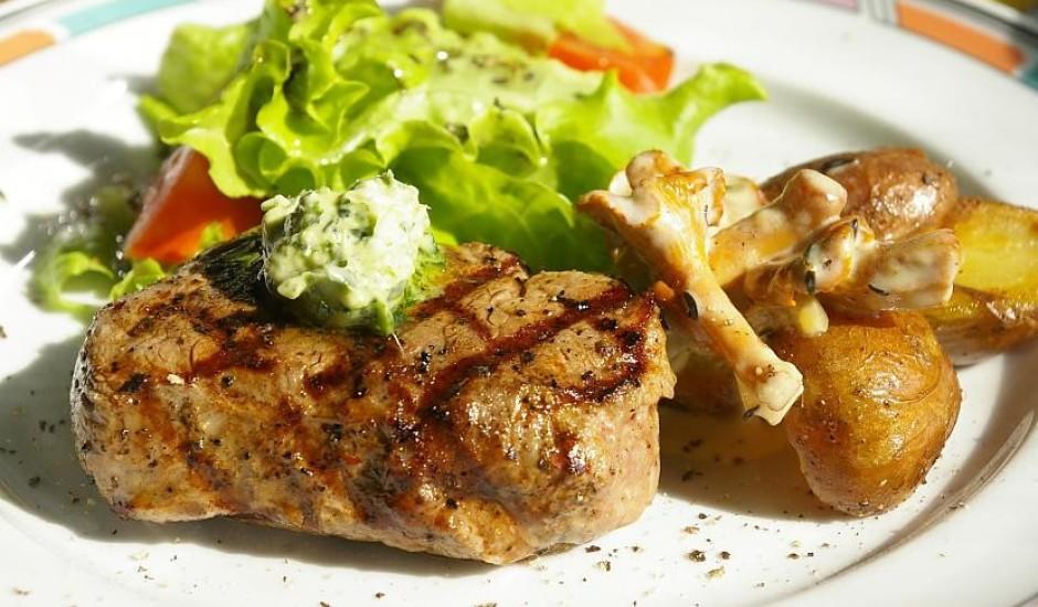 Liellopa filejas steiks ar gaileņu mērci