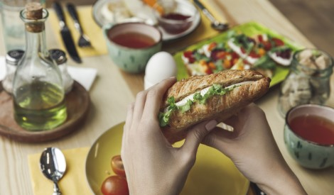 Tukšā dūšā asāks prāts: zinātnieki skaidro, kā bada sajūta ietekmē samdzenes