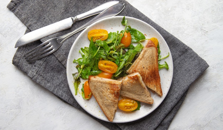 Pildītas maizītes ar salātiem