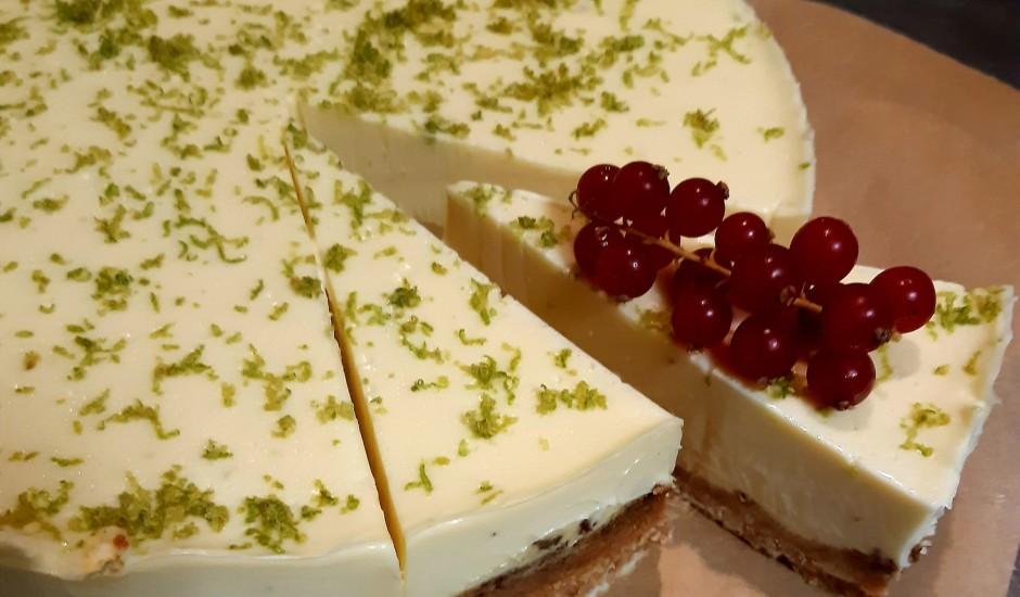 Baltās šokolādes un laima kūka