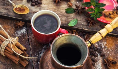 Kā pagatavot īpaši gardu un aromātisku kafiju mājas apstākļos?