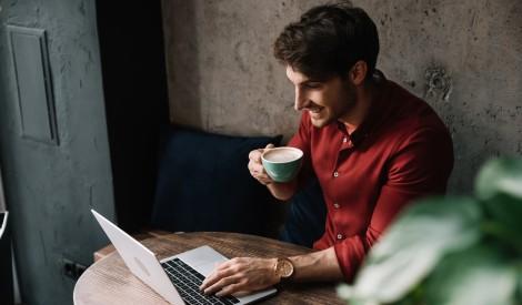 Ko nekad nedarīt kafejnīcās - iesaka darbinieki