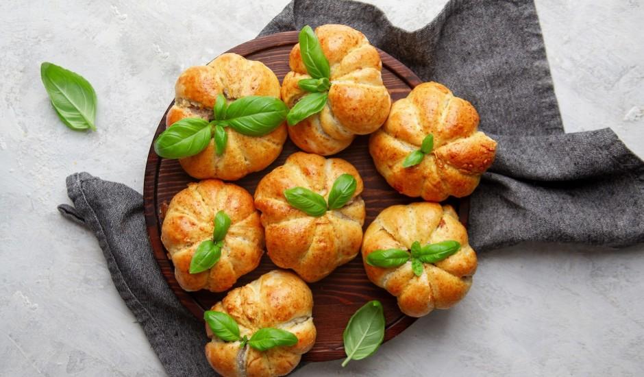 Pīrādziņi ar malto gaļu un kausēto sieru