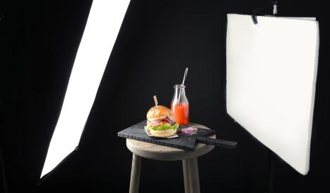 """PVA līme piena vietā un citi triki: ēdienu fotogrāfiju """"netīrā"""" puse"""