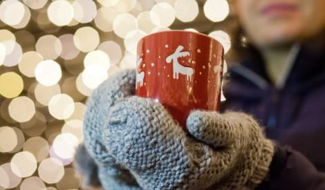 Izcila vakance: Ziemassvētku tirdziņu apmeklētājs un karstvīna baudītājs