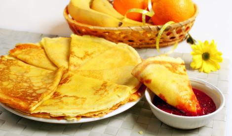 Plānās brokastu pankūkas: receptes ideālai svētdienai!