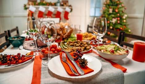 Nepārtērējies: kā ietaupīt, klājot svētku galdu?