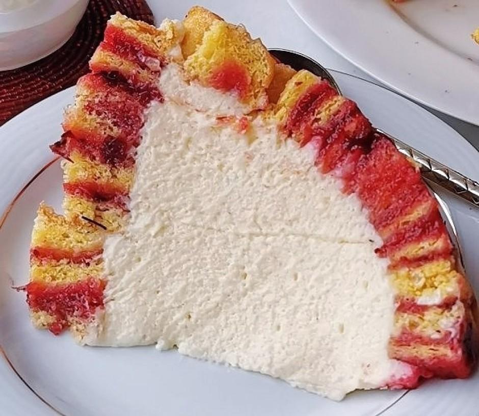 Var kūkas augšu dekorēt ar svaigām ogām.