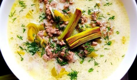 Siera zupa ar puravu un malto gaļu