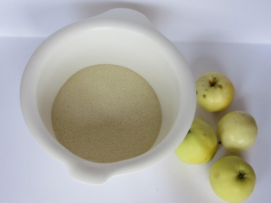 Sausās sastāvdaļas (manna, milti, cukurs, sāls, cepamais pul...