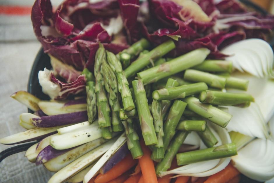 Salātiem sagādājām Latvijas jaunos baklažānus, burkānus, spa...