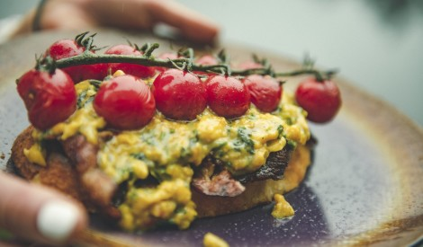 Ugunskurā gatavotas ideālas un vienkāršas brokastis