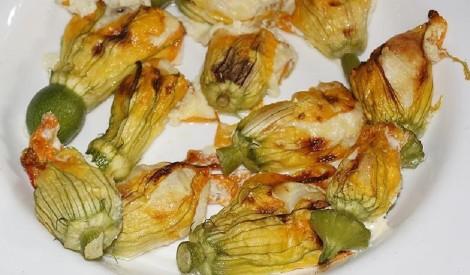 Pildīti kabaču ziedi ar sieru un vistas fileju