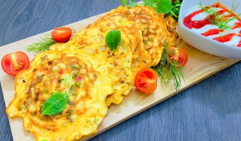 """""""Brokastu saulītes"""" - mazās omletes ar dārzeņiem un gaļu"""